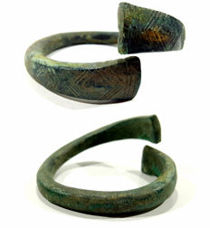 Celtic bronze bracelet decorated with a pattern - 72 mm