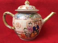 Famille rose teapot decorated with mandarins - China - 18th century