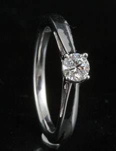 18k white gold round brilliant diamond engagement ring in a 4 claw setting, 0.33ct total diamond weight. Size 54/N (free re-sizing in Antwerp)