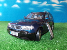 Kyosho-Dealer edition - Scale 1/18 - BMW X3 with BMW skate board - Metallic-blue
