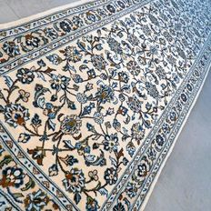 Beautiful light Keshan Persian runner – 295 x 83 – very good condition – with certificate