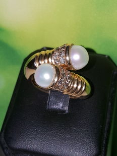 'You and Me' ring made of 18 kt rose gold, diamonds, and freshwater cultured pearls