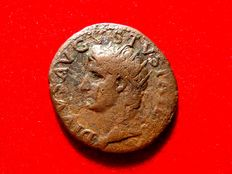 Roman Empire - Divus Augustus (died AD 14) bronze as (10,48 g.  28 mm.) Minted under Tiberius, Rome, A.D. 31-37. DIVVS AVGVSTVS PATER. PROVIDENTIA. Ara.