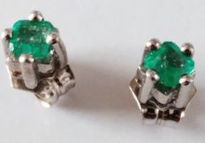 Earrings with 0.35 ct emeralds and 18 kt gold