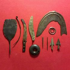 Bronze Age lot with sickle and 2 knives - 15-145 mm (12)