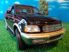UT-Models - Scale 1/18 - Ford Expedition Eddie Bauer