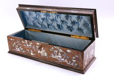 Reinhardt Siraudin - glove box inlaid with exotic motifs in mother-of-Pearl - France - Second Empire around 1860