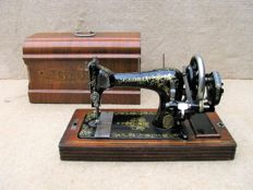 Gloria sewing machine, early 20th century