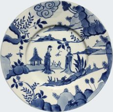 Blue and white dish decorated with two ladies - China - ca. 1700 ( Kangxi period )