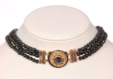 Garnet necklace, 3 strands with gold clasp set with garnet