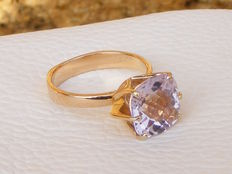 Gold (18 kt) ring set with a large amethyst of around 4 ct - *No reserve price*