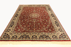 Oriental carpet Isfahan design - Made in India, 3.02 x 2.16, genuine handwoven red Oriental carpet in top condition