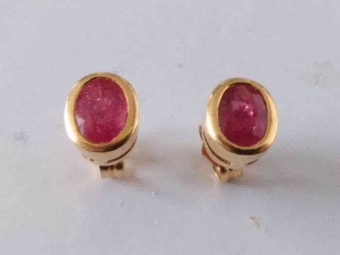 Earrings with rubies and 18 kt gold