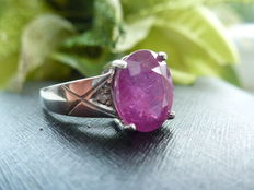 925 silver ring with 1 ruby and 2 diamonds - 2.16 ct in total - ring size 53 (17 mm).