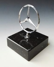 Mercedes Benz - Dealer sculpture with marble base - rare - around 1970