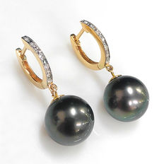 14kt gold earring set with Tahitian black pearl 11.4 mm and 12 diamonds - **no reserve price**