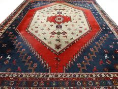 "Semi-antique Afshar – 385 x 324 cm. – ""Eye-catcher – Exclusive oversized Persian carpet in good condition"" – with certificate."