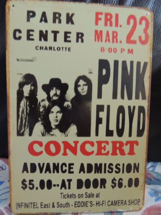 Metal Pink Floyd Memorail sign - Concert Park Center Charlotte And Two Pink Floyd en David Bowie Memorial Dollars In Mint Condition