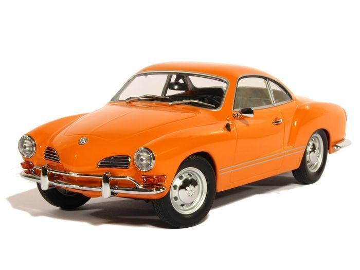 Minichamps - Scale 1/18 - Volkswagen Karmann Ghia Coupé 1970 - Orange