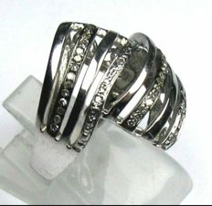 925 silver ring with 0.40 ct diamonds.  Size: 50  Diameter: 16 mm