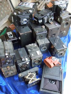 Collection of 20 old cameras