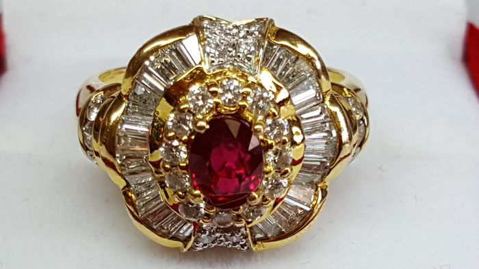 Exclusive ring made in 18 kt yellow gold set with diamond and ruby (now with a lowered reserve price).