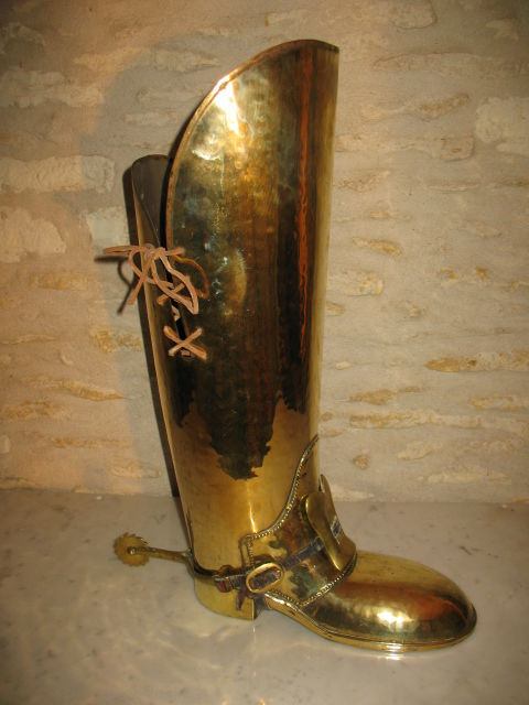 0e7c2449b668 Antique yellow brass umbrella stand in the shape of a boot - hammered  copper