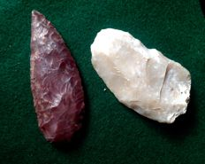 Neolithic knife/sickle, fine pressure flaking with Red Thermal Alteration. and fluted end Scrapper - 79/65 mm (2)