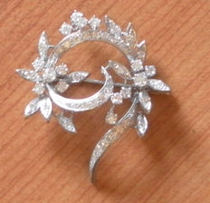 Sublieme Broche in wit goud met diamanten 2.25 ct