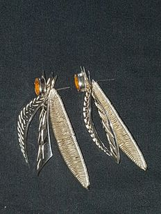 Cristina Palacios design – Silver earrings in the shape of cicadas, with amber – Hand-embroidrered silver and lost wax smelting -Mexican designer and silver collection.