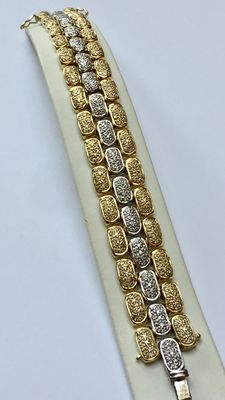 Solid 18 kt bi-colour gold bracelet of 82.7 g with 624 brilliant cut diamonds Length: 18 cm