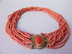 Coral necklace, multi-rowed, around 1920