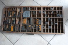 Old letter tray from a typecase of a printing company, with approx. 115 original large block letters, early 20th century, the Netherlands