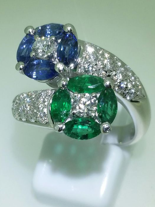 Gold ring with emeralds, sapphires and diamonds
