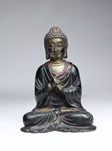 Gilt and Lacquered Bronze Figure of Shakyamuni - China - 18th Century.