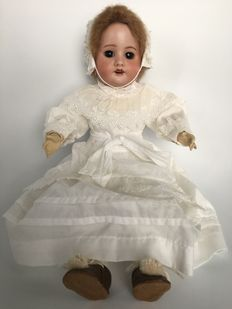 Articulated French girl doll marked:  D SFBJ 60 Paris