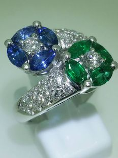 Ring in 18 kt white gold, emeralds, sapphires and diamonds - size 55