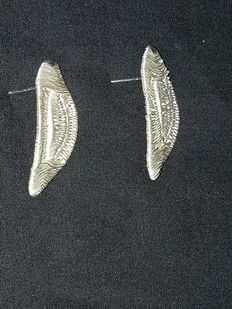Cristina Palacios – big leaf earring of Tehuantepec – silver thread embroidery and lost-wax smelting