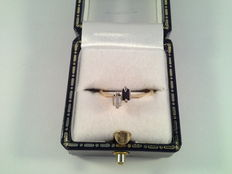 18 kt yellow gold ring with sapphire and 0.10 ct diamond , ring size15.50/49