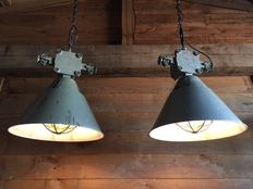 Unknown designer - Large, rugged industrial lamp with loose lampshades (2x)