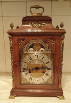 Large English walnut table clock – Thomas Smith London – Moon phase – Circa 1920/1950
