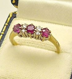 Solid gold natural Ruby & 4 Diamond accents ring designed by S.&K.  - NO RESERVE