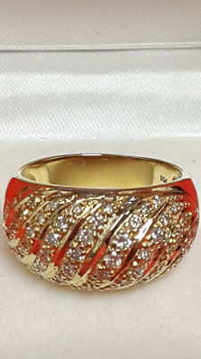 18 kt gold ring with diamonds.