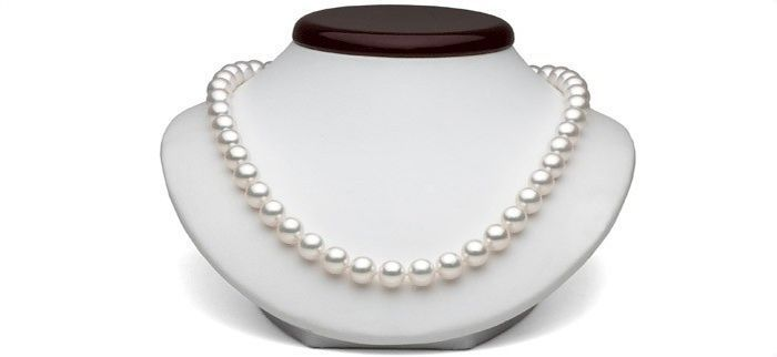 Japanese Akoya Pearl Necklace (between 9 and 10 mm). No reserve.