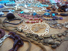 Lot jewelry-vintage and new jewelry-120 PCs.