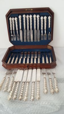 matin hall & Co 1846/1854 cutlery set 36 pieces [18 pairs] silver plated in mahogany box