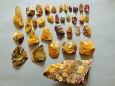 Large collection of 34 magnificent Mousterian / Neanderthal artefacts from Fontmaure 3 / 18 cm (34)