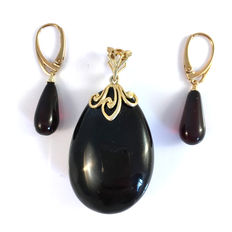 Baltic Amber set: big pendant and earrings, dark cherry colour , 14.6 g - 100% natural Baltic amber: not pressed, modified or melted