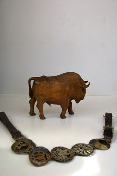 Exceptional wood carving of the North American Buffalo and antique horses belt  - America, 1940