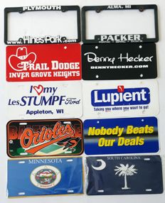 Advertising license plates of US car dealers